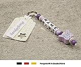 NAMENSANHÄNGER – Anhänger mit Namen | Baby Kinder Schlüsselanhänger für Wickeltasche, Kindergartentasche, Schultasche oder Rucksack mit Schlüsselring | Mädchen Motiv Schmetterling in flieder