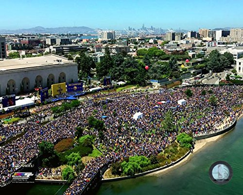 Golden State Warriors 2017 NBA Champions Victory Parade Photo Print (27,94 x 35,56 cm)