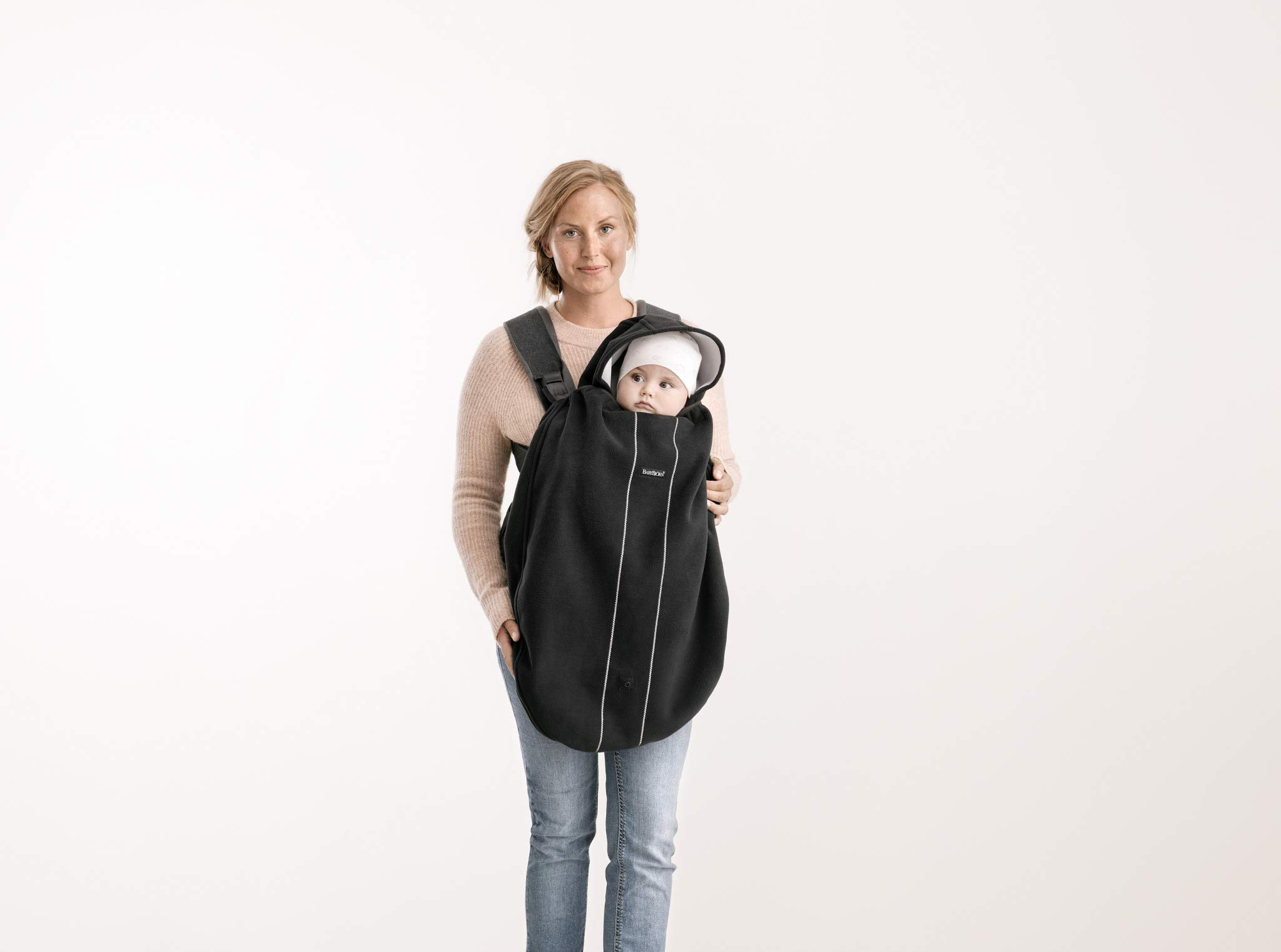 BABYBJÖRN Cover for Baby Carrier, Black, 0.3 kg Baby Bjorn Keeps your child warm and dry in the baby carrier Can be used in both facing-in and front-facing positions Detachable hood 3