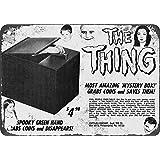 1965familia Addams la cosa–Capturadora de moneda banco aspecto Vintage reproducción Metal Tin Sign 7X 10pulgadas