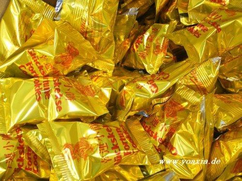 g, einzeln in Goldfolie verpackt ~ Marke DIAMOND [YOAXIA] + ein kleines Glückspüppchen - Holzpüppchen (Fortune Cookie Mix)