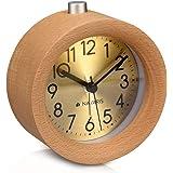 Navaris Analog Holz Wecker mit Snooze - Retro Uhr Rund mit Ziffernblatt in Gold Alarm Licht - Leise Tischuhr ohne Ticken - Naturholz in Hellbraun