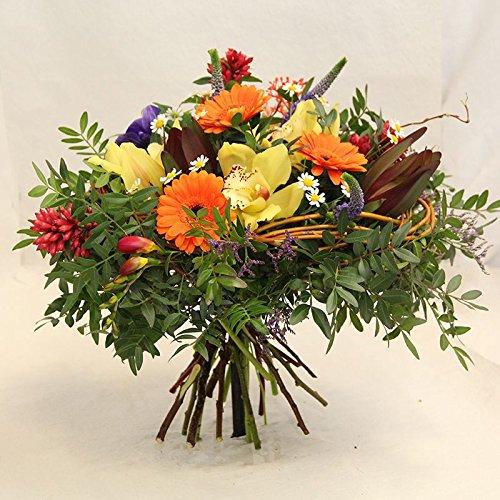 Im Blumenstrauß *Ein schöner Tag* werden die frischen Blumen vom Floristenmeister ausgesucht und...