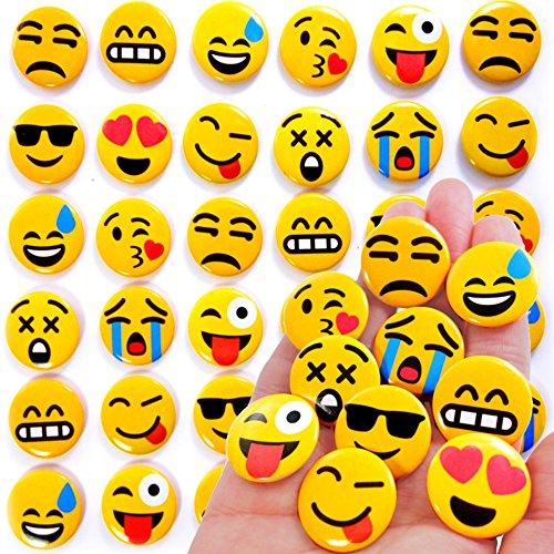 German Trendseller® - 12 x Emoji Buttons zum Anstecken ┃ Party Emoticons ┃ Pins┃ Mitgebsel ┃ Kindergeburtstag ┃ Emoji Abzeichen ┃ 12 Stück (Button-dunkle T-shirt)
