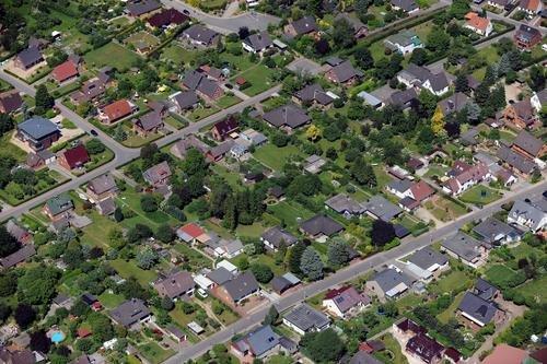 MF Matthias Friedel - Luftbildfotografie Luftbild von Lindenweg in Klausdorf (Plön), aufgenommen am 28.06.10 um 14:59 Uhr, Bildnummer: 5556-08, Auflösung: 6048x4032px = 24MP - Fotoabzug 50x75cm