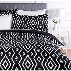 AmazonBasics - Juego de ropa de cama con funda de edredón, de microfibra, 260 x 220 cm, Negro (Black Aztec)