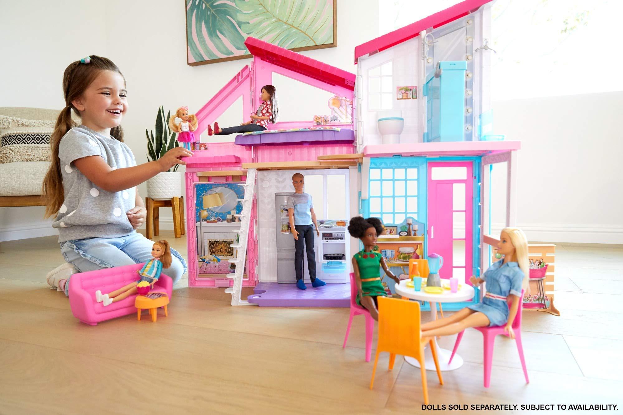 Barbie- La Nuova Casa di Malibu, Playset Richiudibile su Due Piani con Accessori, 61 cm, Giocattolo per Bambini 3+ Anni… 3 spesavip