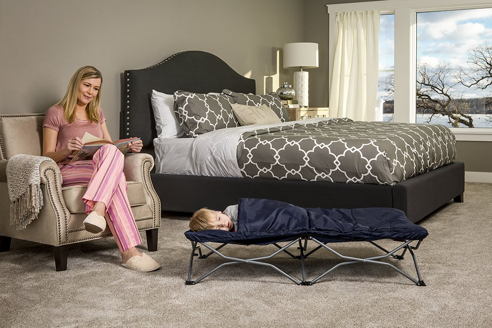 Regalo My Cot Deluxe, with Sleeping Bag, Navy Regalo Portable fold and go system Removable sleeping bag and pillow Includes Carry Case 4
