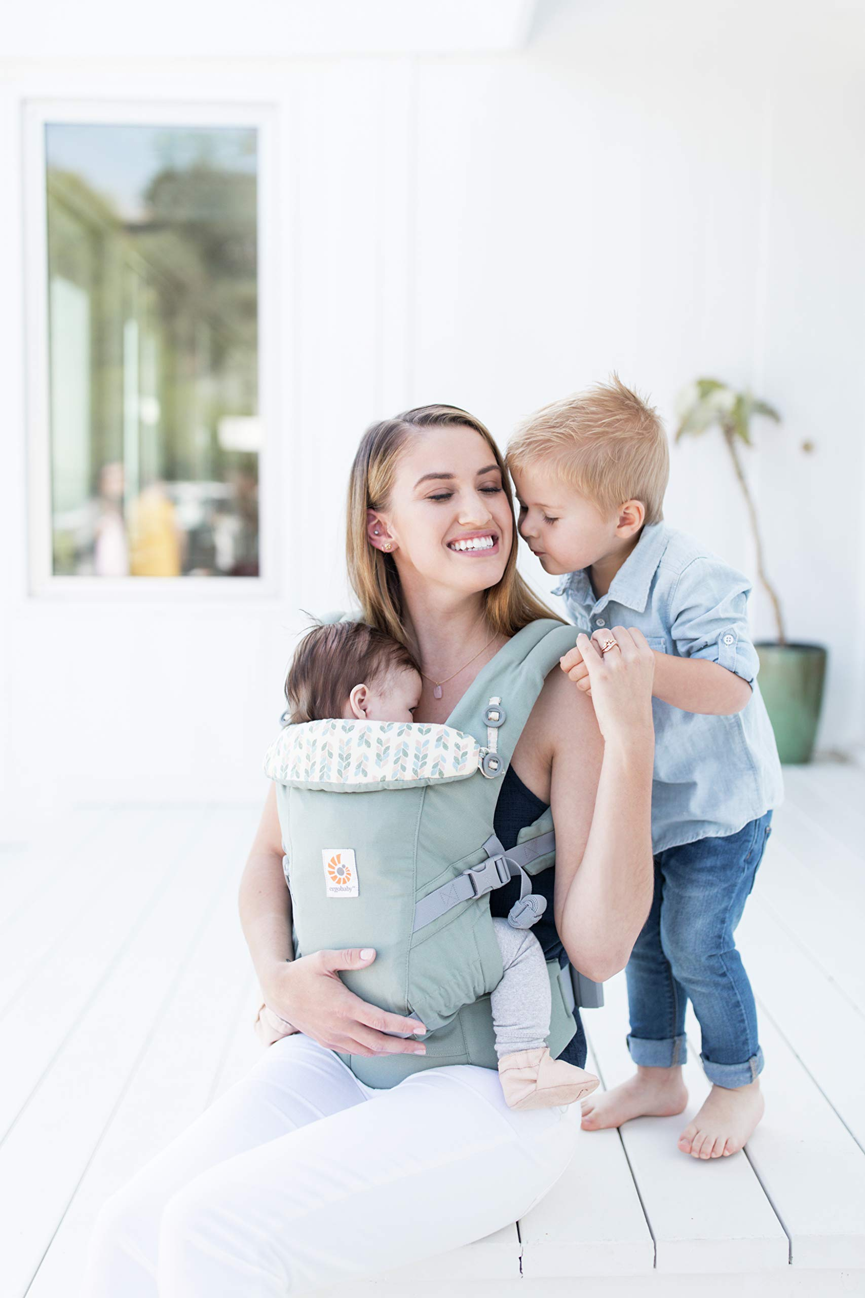 Ergobaby Baby Carrier Collection Adapt (3.2-20 kg), Sage Ergobaby 3 ergonomic wearing positions: on the front, on the back and on the hips Especially easy to use Suitable from birth (3.2 - 20kg) thanks to unique adjustment options 4