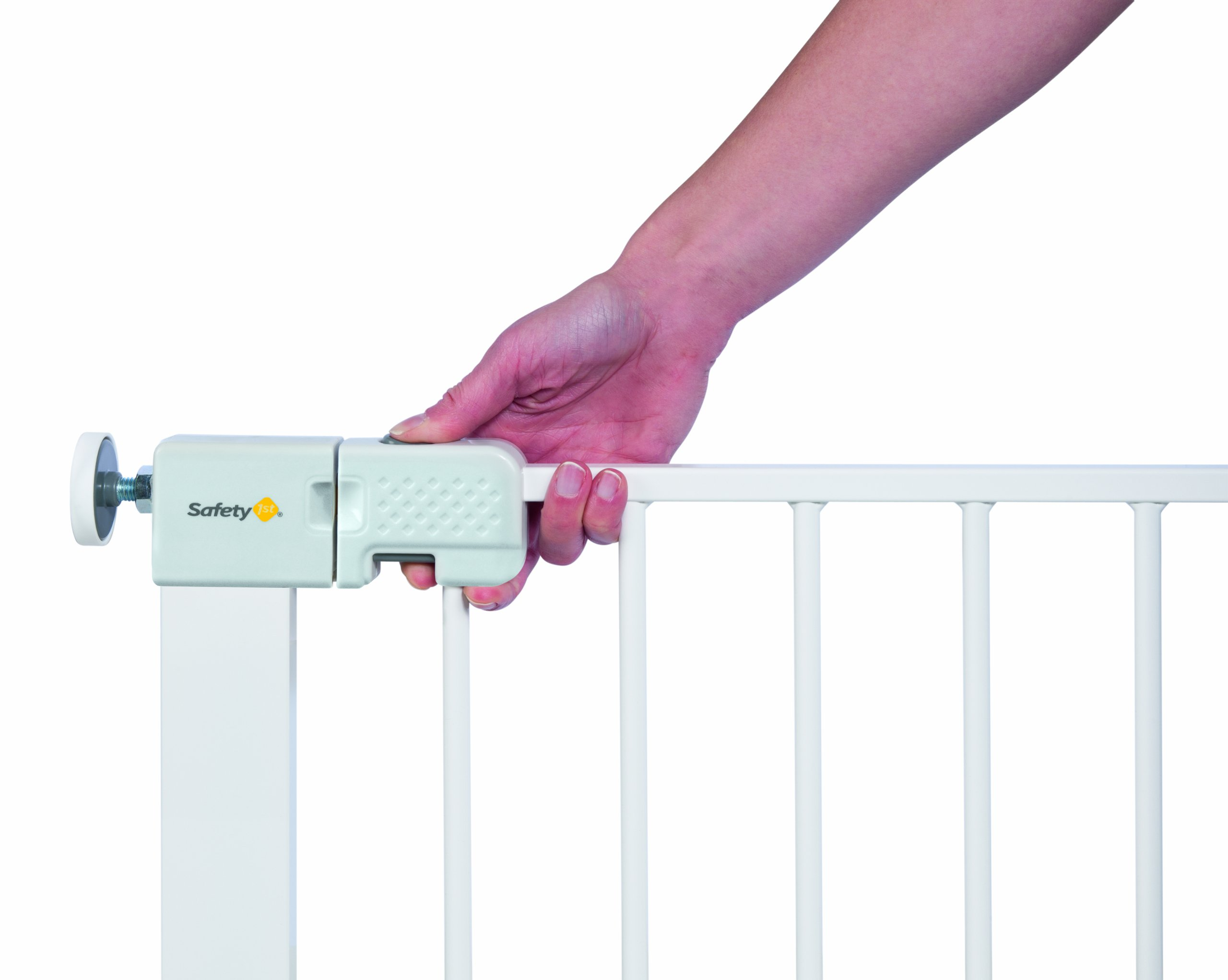 Safety 1st Simply Close Pressure Fit Metal Gate, White Safety 1st Adjusts to fit openings from 73 cm to 80 cm Extends up to 136 cm with separately available extensions Strong steel frame with four-point pressure fit 3