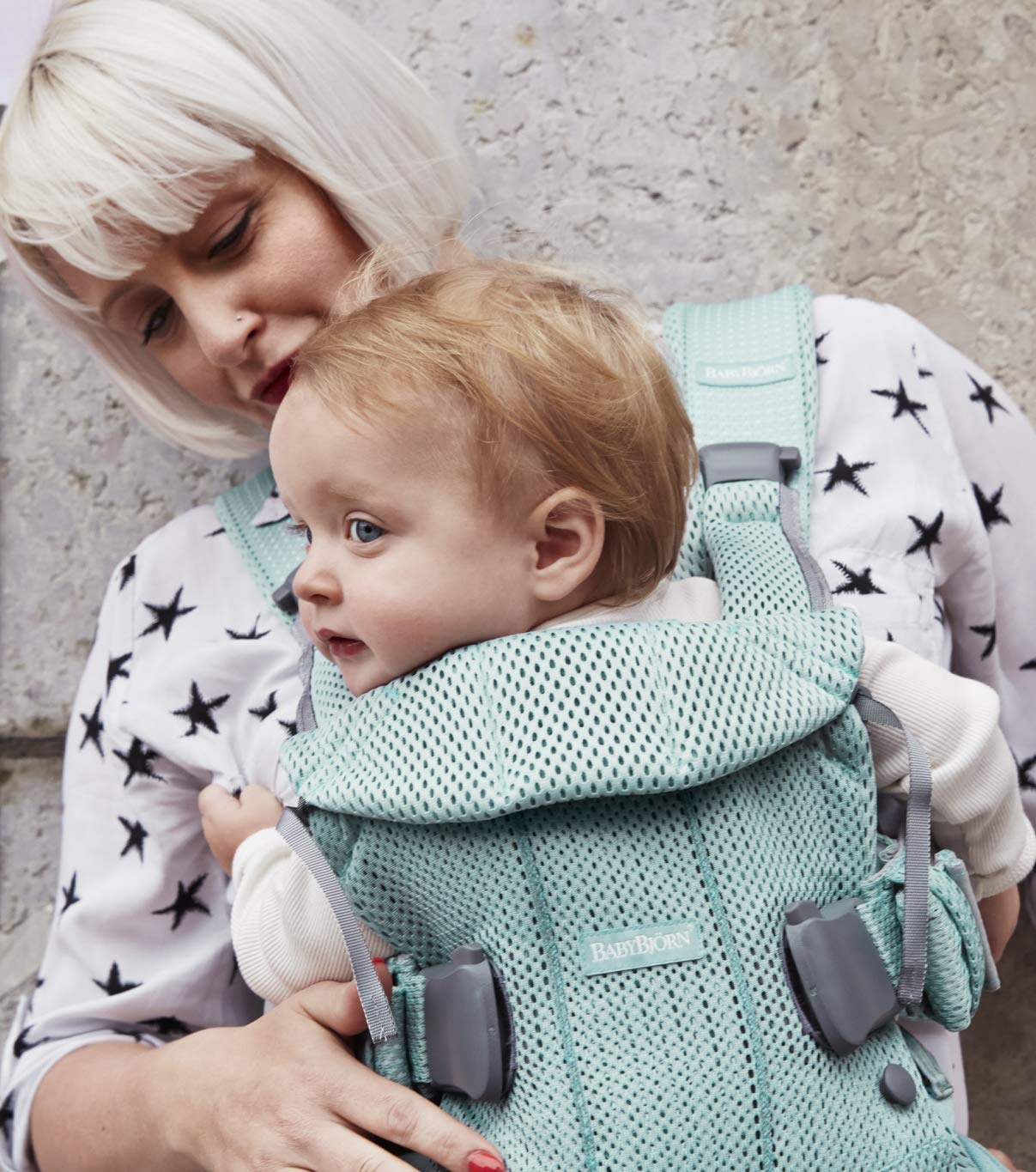 BABYBJÖRN Baby Carrier One Air, 3D Mesh, Frosted Green, 2018 Edition Baby Bjorn The latest version (2018) with soft and breathable mesh that dries quickly Ergonomic baby carrier with excellent support 4 carrying positions: facing in (two height positions), facing out or on your back 4