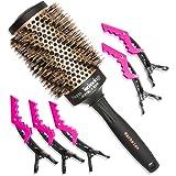 Brosse à cheveux professionnelle ronde en poils de sanglier de 53 mm pour brushing. Cylindre céramique pour un chauffage uniforme en technologie Nano-ionique .Le colis comprend également 5 pinces.