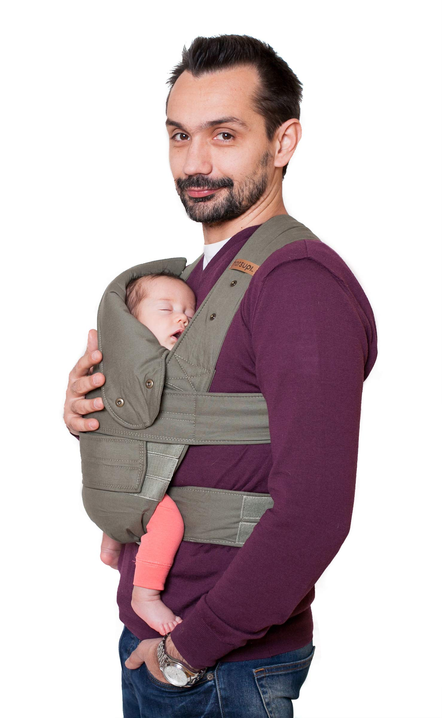 marsupi Baby and Child Carrier, Version 2.0 Classic (Olive/Oliv, XL) Marsupi Particularly compact and lightweight front & hip carrier (weight approx. 400 g) that fits in any pocket. Revised Version 2.0 Easy to put on thanks to unique Velcro system. 100% organic cotton, made in Europe. Machine washable up to 30°. Perfect support for the little ones, optimum weight distribution for the parents, wide base for orthopaedically correct posture (M position) and thigh support for your growing child 3