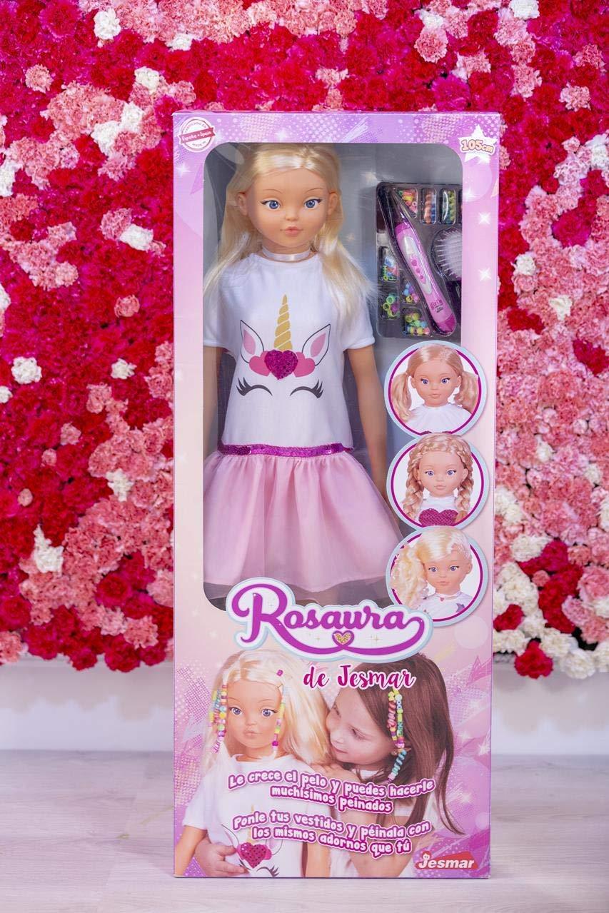 71B2kc435PL Así disfrutan las niñas de su amiga Rosaura:  https://www.youtube.com/watch?v=DiA06weA7V8 Si buscas una muñeca para tu hija, ten claro que con la esta muñeca grande de Jesmar vas a acertar. El principal valor que tiene Rosaura, además de su tamaño, es el hecho de que le crece el pelo para que tu hij@ pueda hacerle miles de peinados diferentes, ¡parece magia! Lo pasará en grande jugando con esta muñeca de 105 cm de altura. Hazle el pelo con todos los accesorios que incluye que además también podrás ponértelos en el pelo de tu hija para ir como tu muñeca Rosaura. No te lo pienses, la muñeca Rosaura de Jesmar es el regalo ideal para tu pequeñ@.  No necesita montaje. No tiene sonidos. No tiene luces. Ideal para Niños y Niñas de 3 a 6 años. muñeca rosaura
