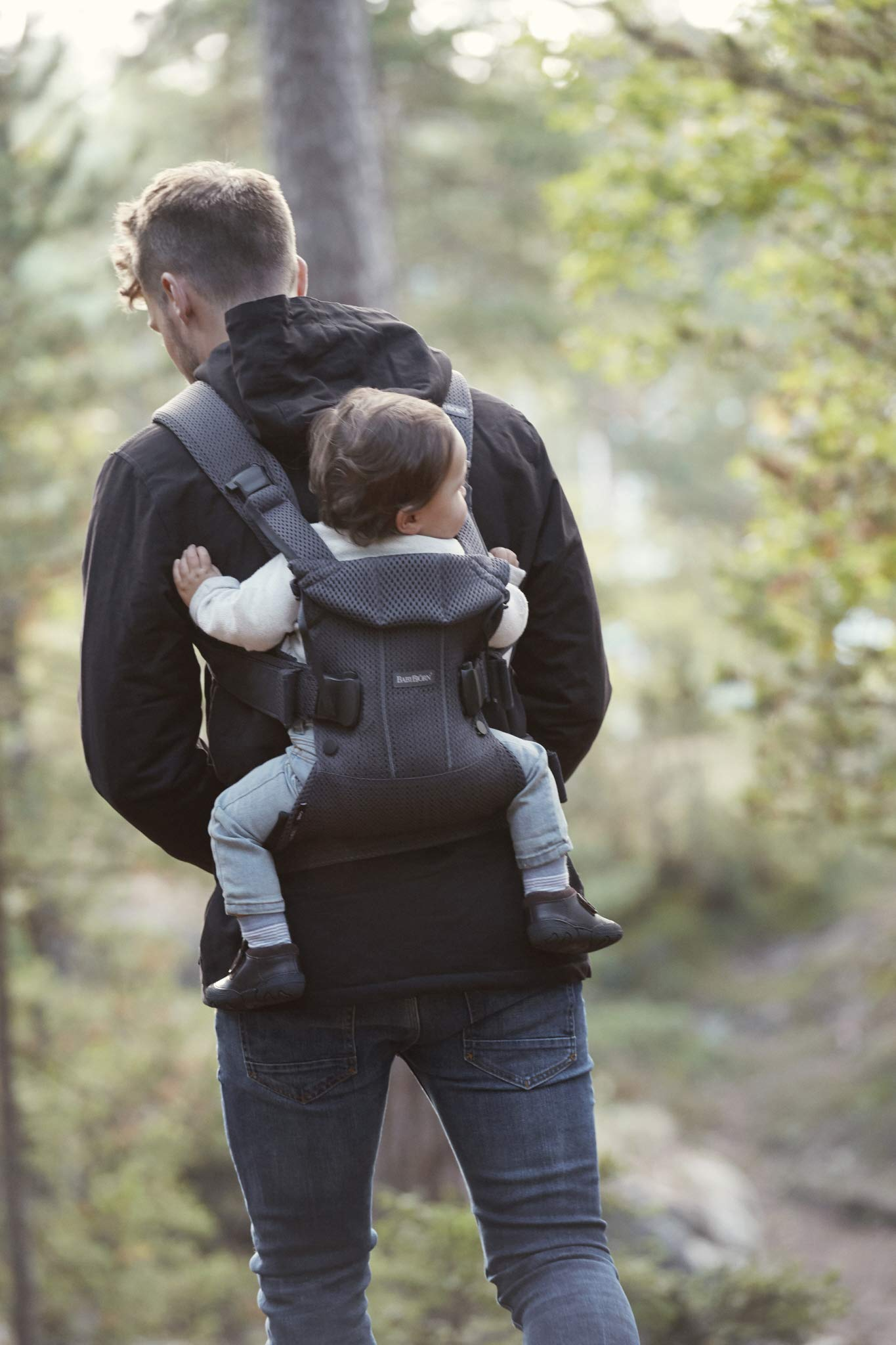 BABYBJÖRN Baby Carrier One Air, 3D Mesh, Anthracite, 2018 Edition Baby Bjorn The latest version (2018) with soft and breathable mesh that dries quickly Ergonomic baby carrier with excellent support 4 carrying positions: facing in (two height positions), facing out or on your back 6