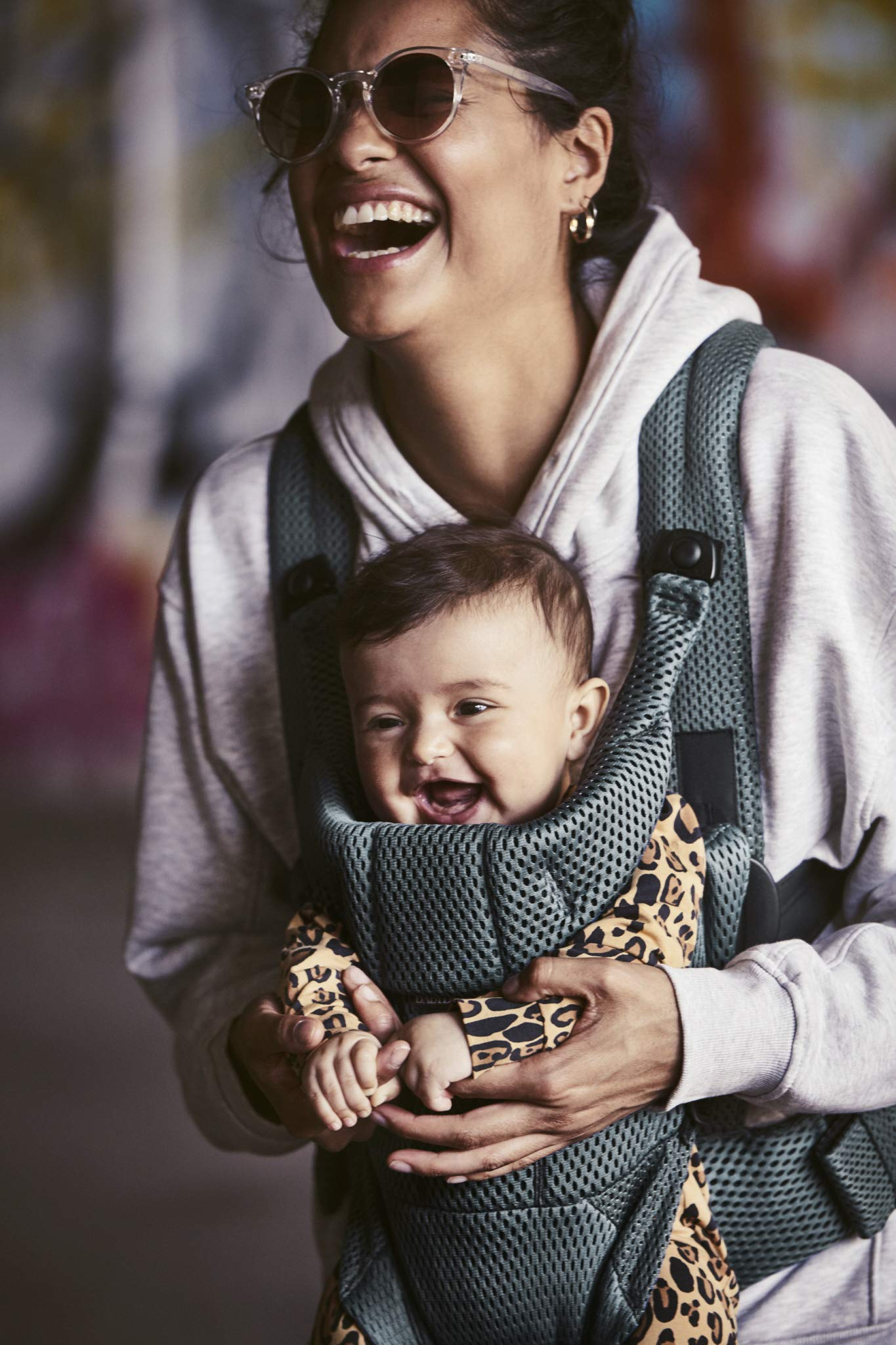 BABYBJÖRN Baby Carrier Move, 3D Mesh, Sage Green Baby Bjorn Excellent comfort with built-in back support and waist belt Easy to put on and take off Soft and airy design in cool 3D mesh 7