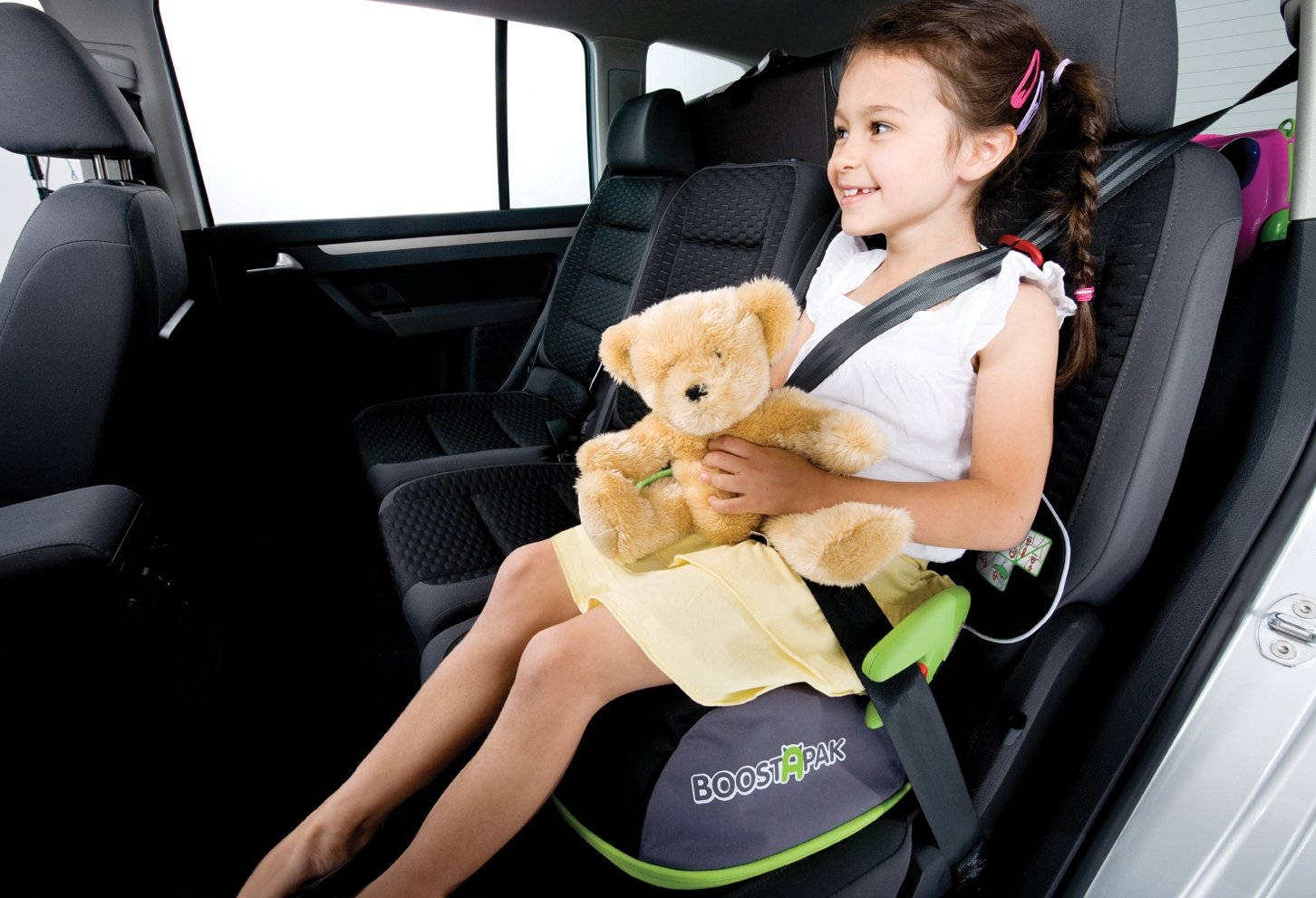 Trunki BoostApak - Travel Backpack & Child Car Booster Seat for Group 2-3 (Green)  QUICKLY TRANSFORMS – Kid's bag to portable booster cushion in seconds (featuring internal hard shell and fold out seatbelt guides) AVOID HIRE CHARGES - On fly drive holidays! Can also be used as dining, cinema or stadium booster to see the action HAND LUGGAGE - 8-litre capacity for packing toys/games/stationary keeping children entertained on the go 10