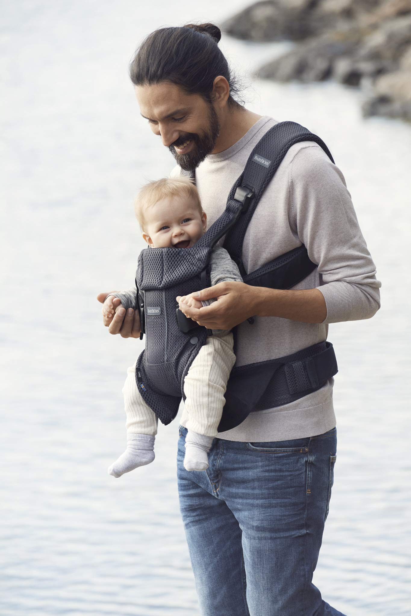 BABYBJÖRN Baby Carrier One Air, 3D Mesh, Anthracite, 2018 Edition Baby Bjorn The latest version (2018) with soft and breathable mesh that dries quickly Ergonomic baby carrier with excellent support 4 carrying positions: facing in (two height positions), facing out or on your back 4
