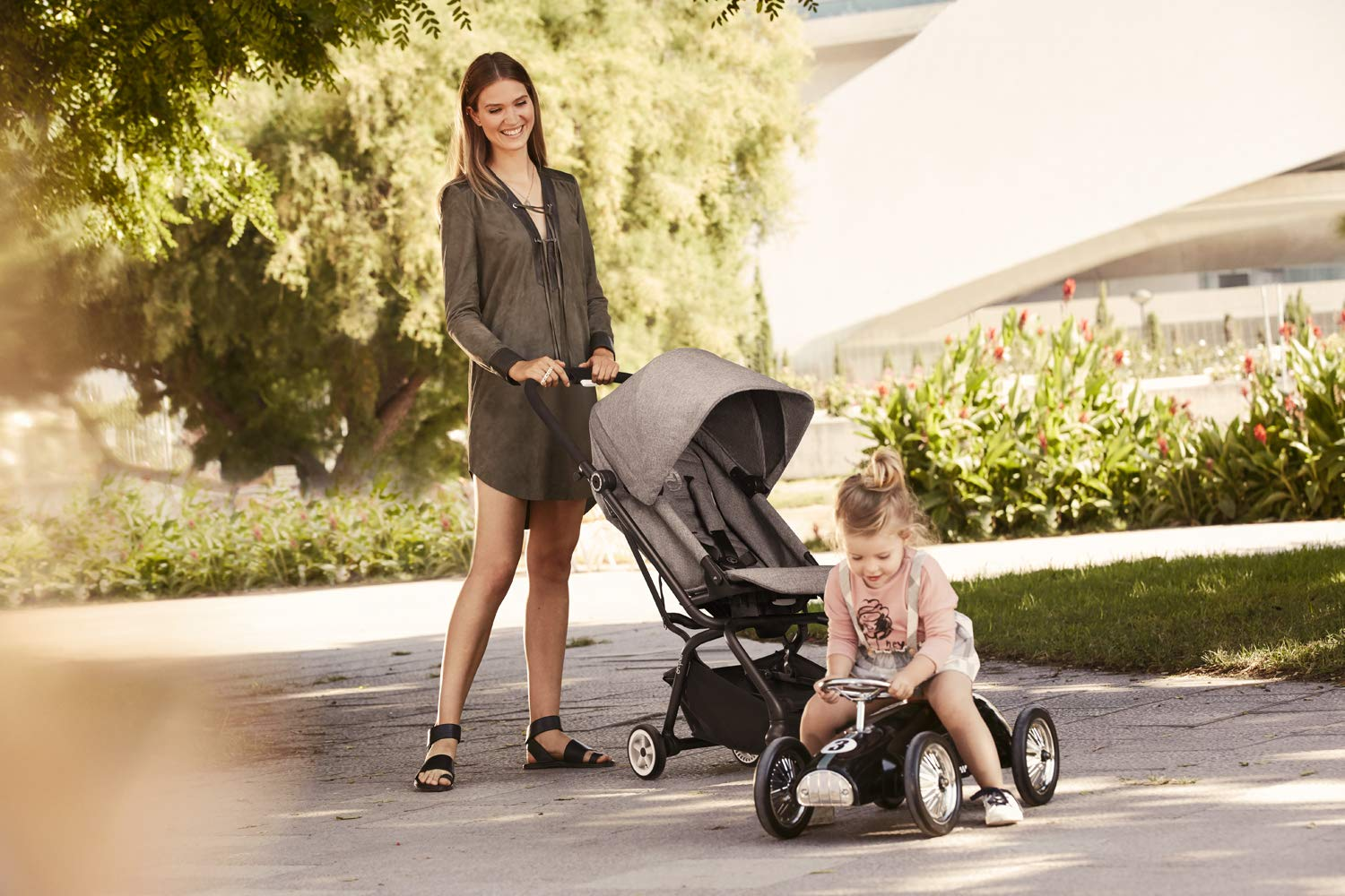 CYBEX Gold Eezy S Twist Compact Pushchair, 360° Rotatable Seat Unit, Ultra-Compact, From Birth to 17 kg (approx. 4 years), Lavastone Black  Sturdy, High-quality Compact Pushchair for newborns up to approx. 17 kg (approx. 4 years) with unique rotatable seat unit - Including rain cover for optimum use in all weather conditions Quick and easy change of direction with 360° rotatable seat unit, Comfortable sitting position thanks to stepless adjustable reclining backrest with lie-flat position, Puncture proof tyres and all-terrain wheel suspension Simple folding with one-hand folding mechanism for compact travel size (LxWxH: 26 x 45 x 56 cm), Extremely manoeuvrable due to narrow wheelbase, Can also be used as 3-in-1 travel system with separately available CYBEX and gb infant carriers and the baby cocoon S (sold separately) 9