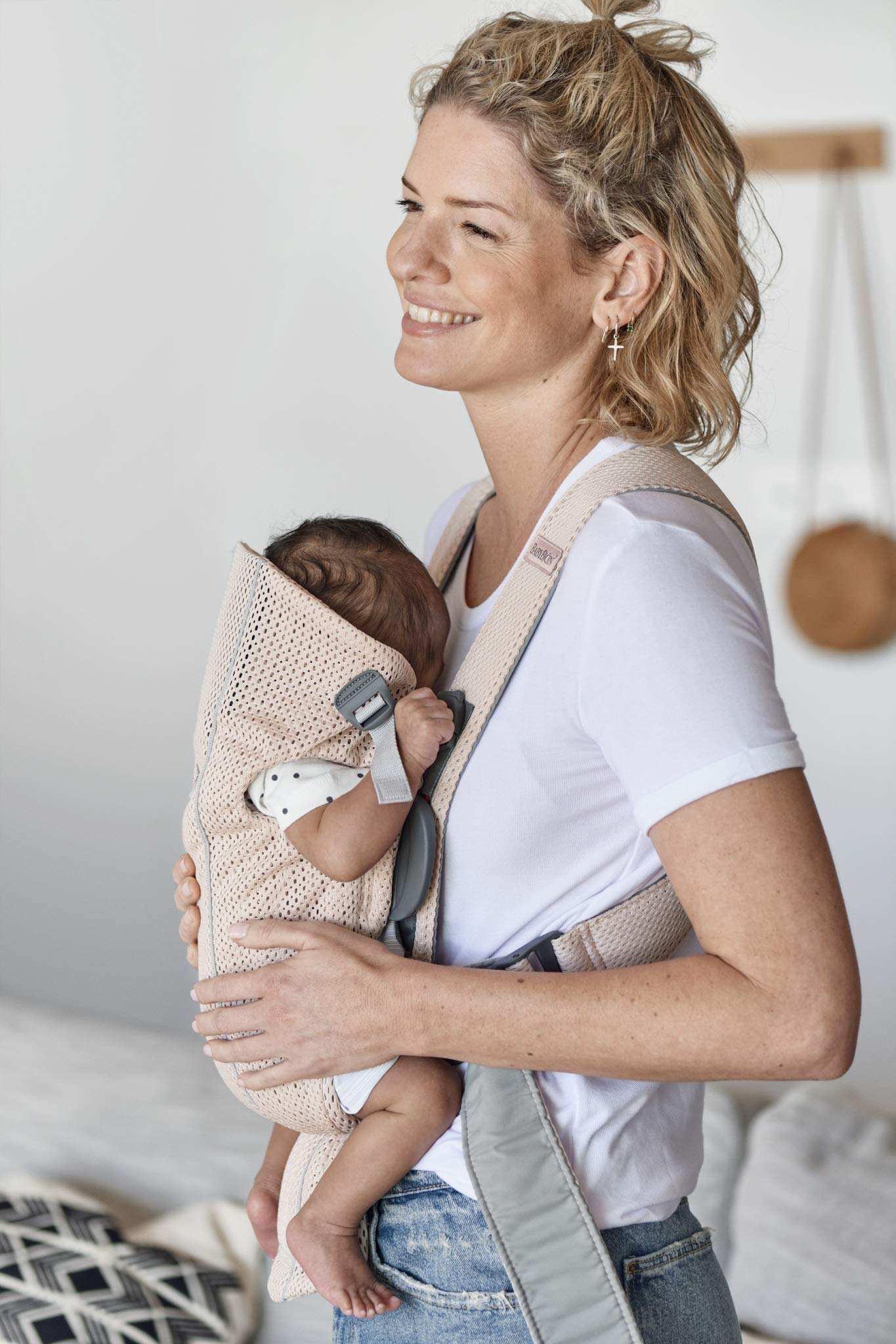 BABYBJÖRN Baby Carrier Mini, 3D Mesh, Pearly Pink Baby Bjorn Perfect first baby carrier for a newborn Small and easy to use 3D Mesh - Cool and airy mesh fabric, with an incredibly soft inner layer next to your newborn's skin 4