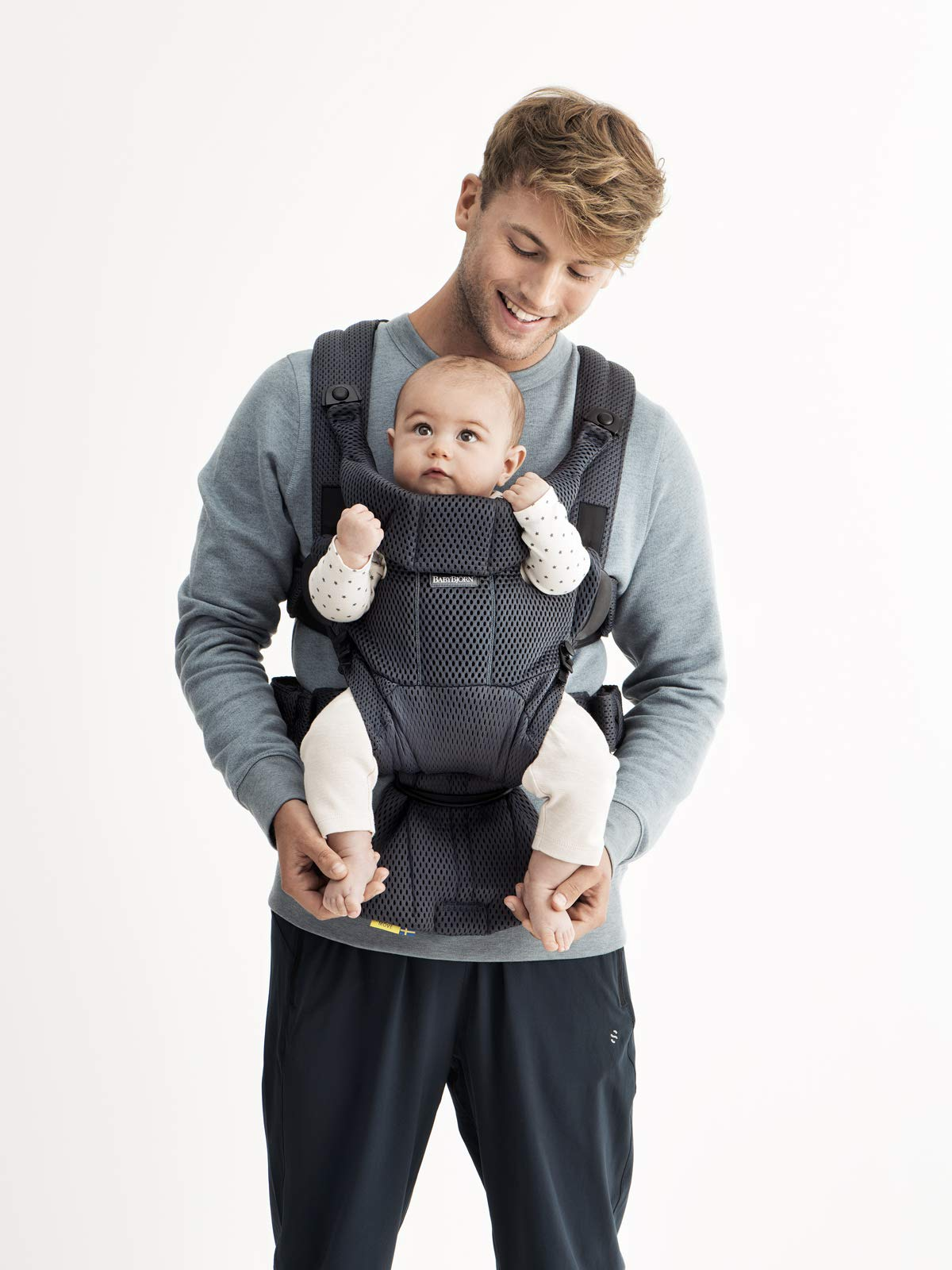 BABYBJÖRN Baby Carrier Move, 3D Mesh, Anthracite Baby Bjorn Excellent comfort with built-in back support and waist belt Easy to put on and take off Soft and airy design in cool 3D mesh 4