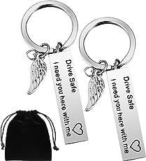 Boao 2 Packung Fahr Vorsichtig Schlüsselanhänger mit Flügel Anhänger I Need You Here with Me Schlüsselanhänger für Trucker Vater Ehemann Freund Valentinstag Geschenk
