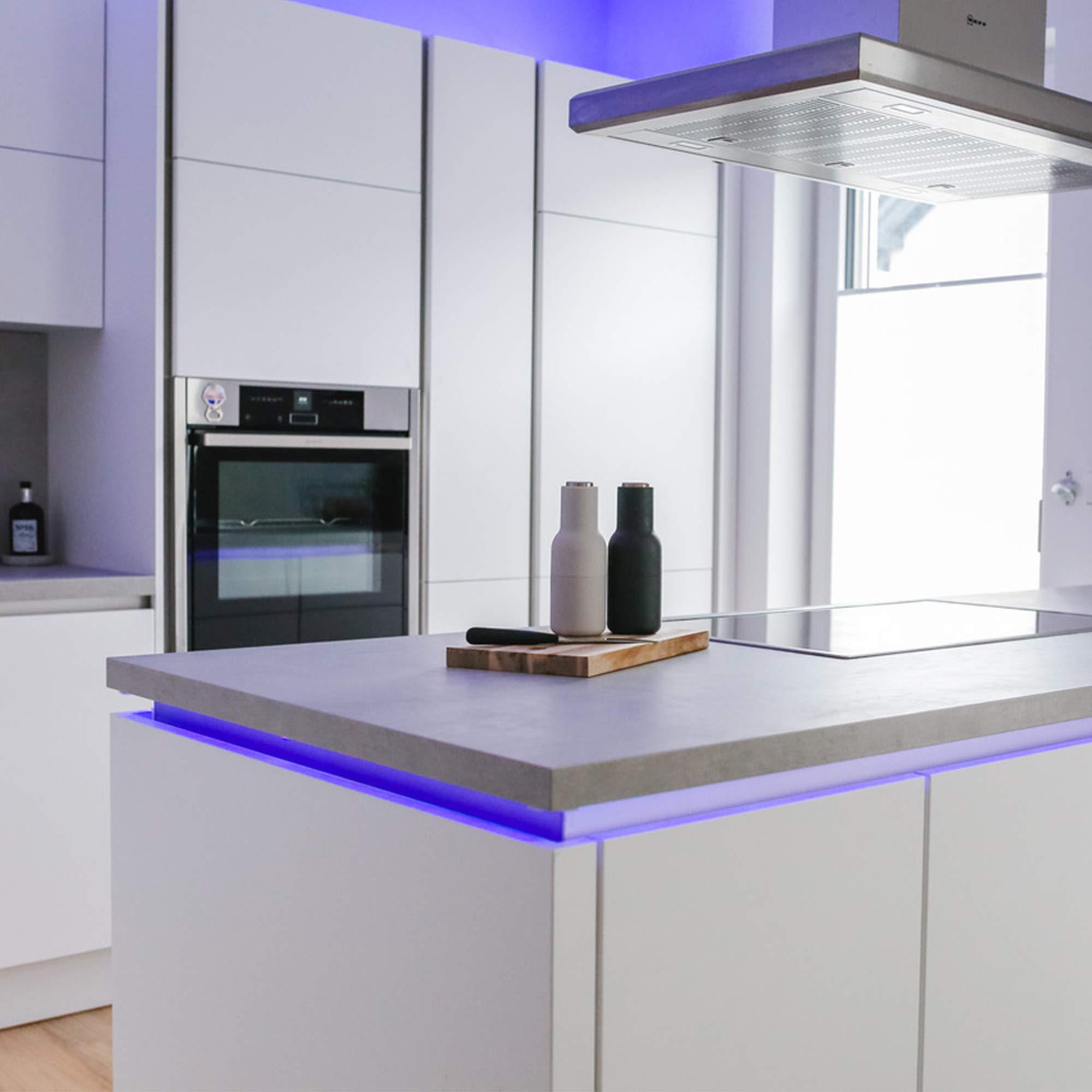 B.K Licht Ruban /à LED Multicolore 5m I guirlande lumineuse I ruban adh/ésif lumi/ère d/écorative blanche et multicolore I /éclairage int/érieur I IP20 I 24W I longueur 5m