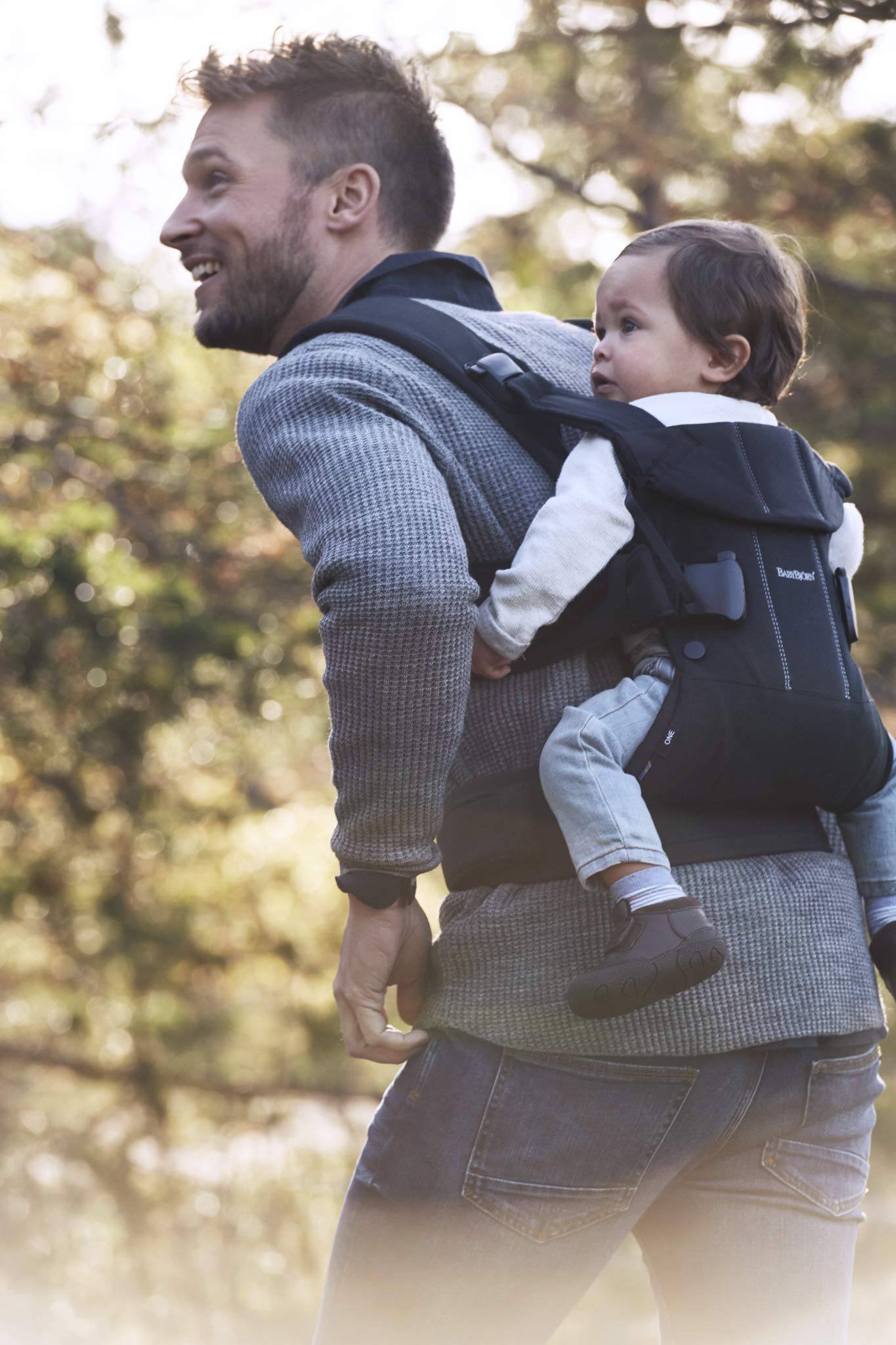 BABYBJÖRN Baby Carrier One, Cotton Mix, Black, 2018 Edition Baby Bjorn The latest version with soft and breathable mesh that dries quickly Ergonomic baby carrier with excellent support 4 carrying positions: facing in (two height positions), facing out or on your back 13