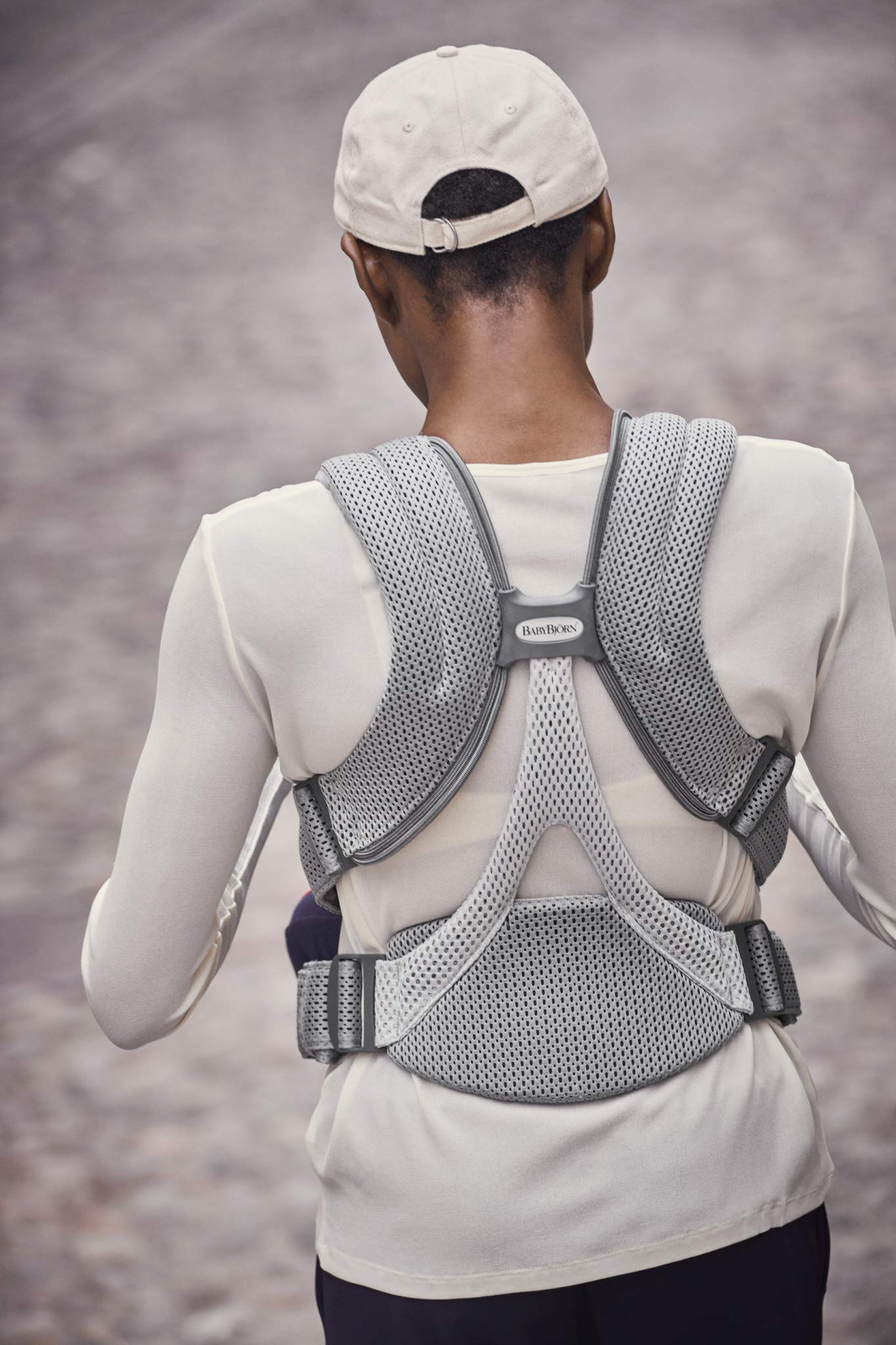 BABYBJÖRN Baby Carrier Move, 3D Mesh, Grey Baby Bjorn Excellent comfort with built-in back support and waist belt Easy to put on and take off Soft and airy design in cool 3D mesh 5
