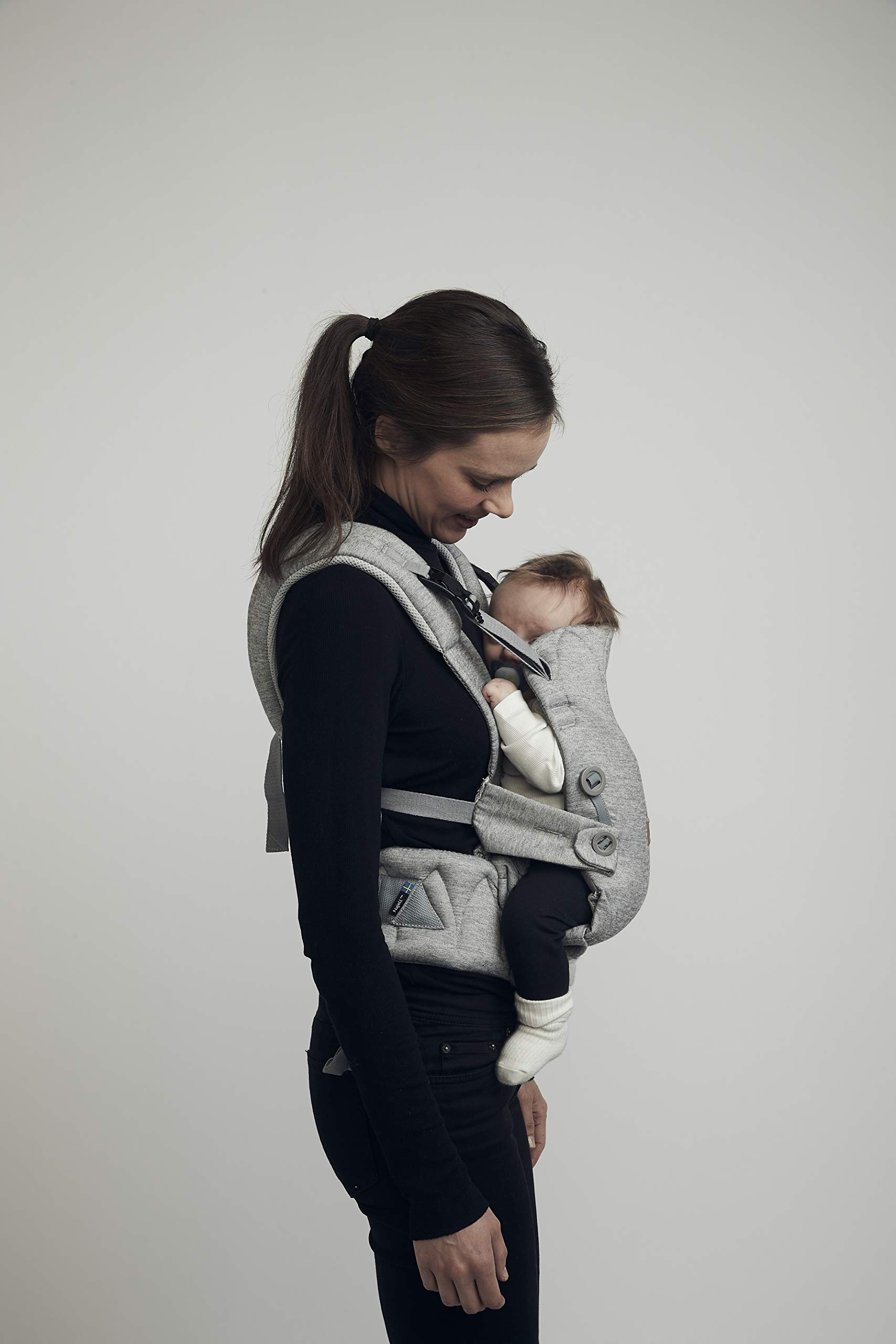 Najell Omni Active Mesh Baby Carrier with Hip Seat, Brilliant Black Béaba New-born ergonomic position and hips seat from 6 months. Market leading weight distribution with hip seat, recommended by the international hip dysplasia institute as a hip-healthy baby carrier Weight: 3, 5 to 15 kg and age: new-born to 3 years. 19