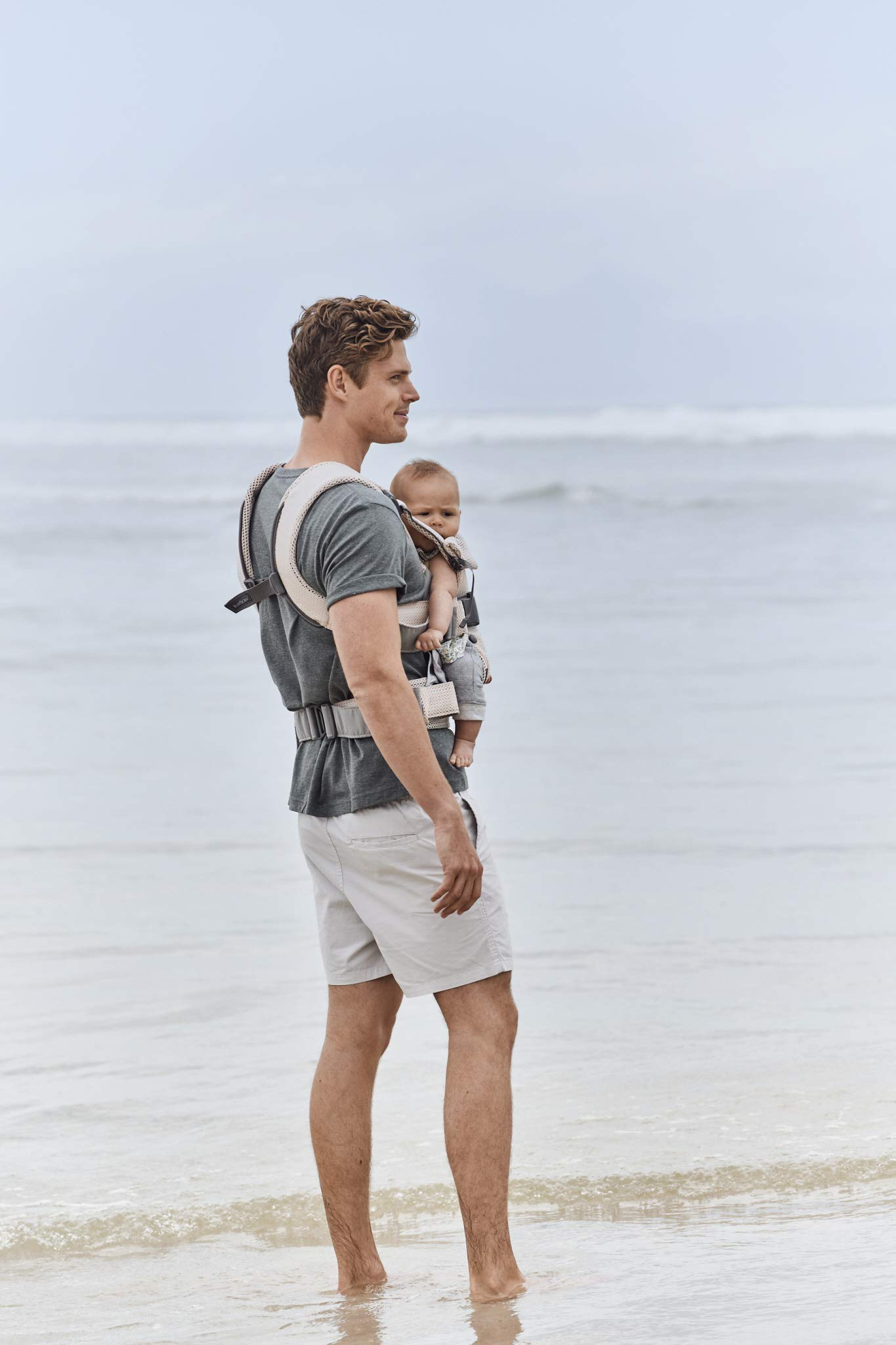 BABYBJÖRN Baby Carrier One, Cotton Mix, Black, 2018 Edition Baby Bjorn The latest version with soft and breathable mesh that dries quickly Ergonomic baby carrier with excellent support 4 carrying positions: facing in (two height positions), facing out or on your back 8