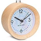 Navaris Analog Holz Wecker mit Snooze - Retro Uhr Rund mit Design Ziffernblatt Alarm Licht - Leise Tischuhr Ohne Ticken - Naturholz in Hellbraun