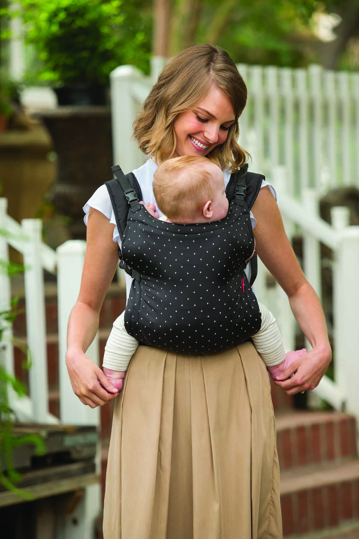 Infantino Zip Ergonomic Baby Travel Carrier, Black Infantino Fully safety tested Travel carrier that unfolds to for safe secure baby wearing Up to 18 kg 3