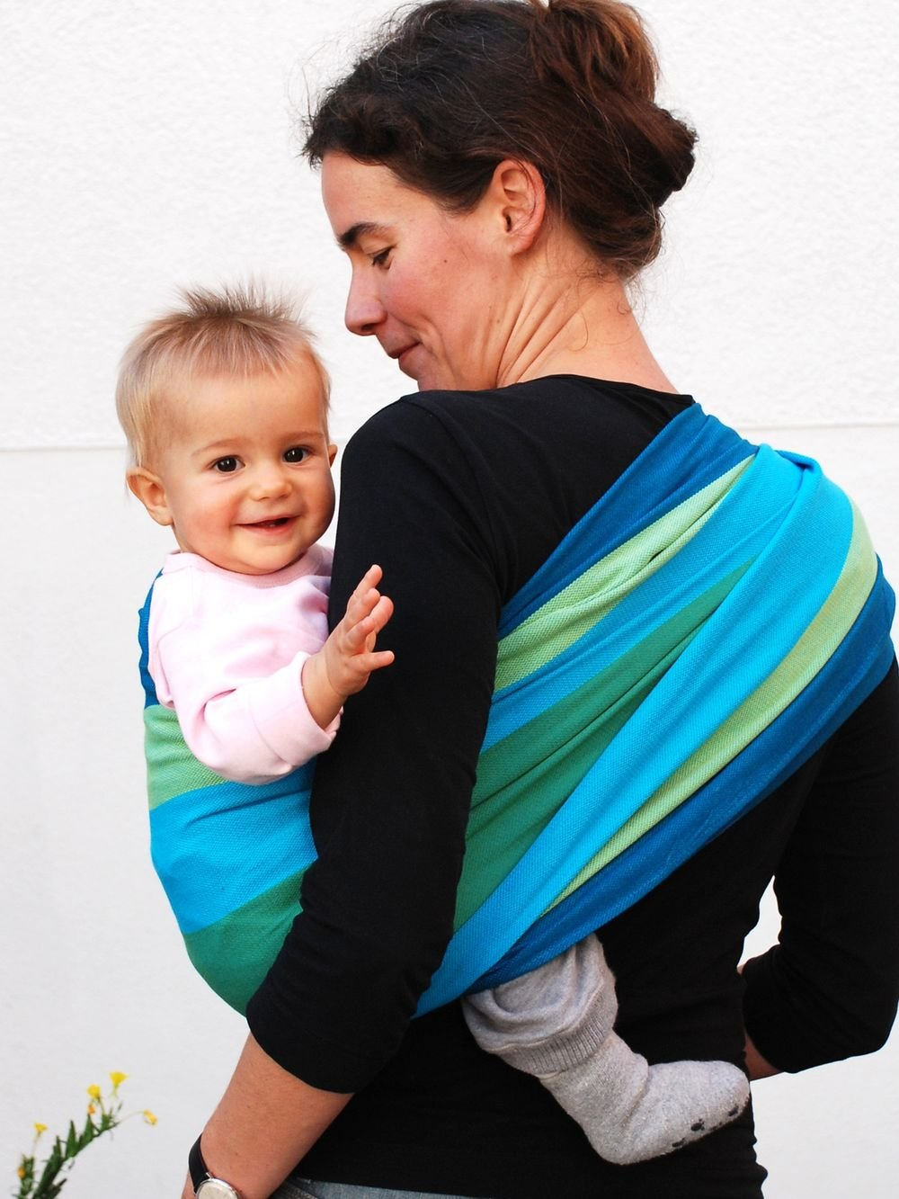 Didymos Iris Baby Wrap Sling (Size 6) Didymos Various carrying positions, in front, sideways an on the back Special, diagonally stretchable cloth to give optimal support Holds your baby in the atomically correct posture 6