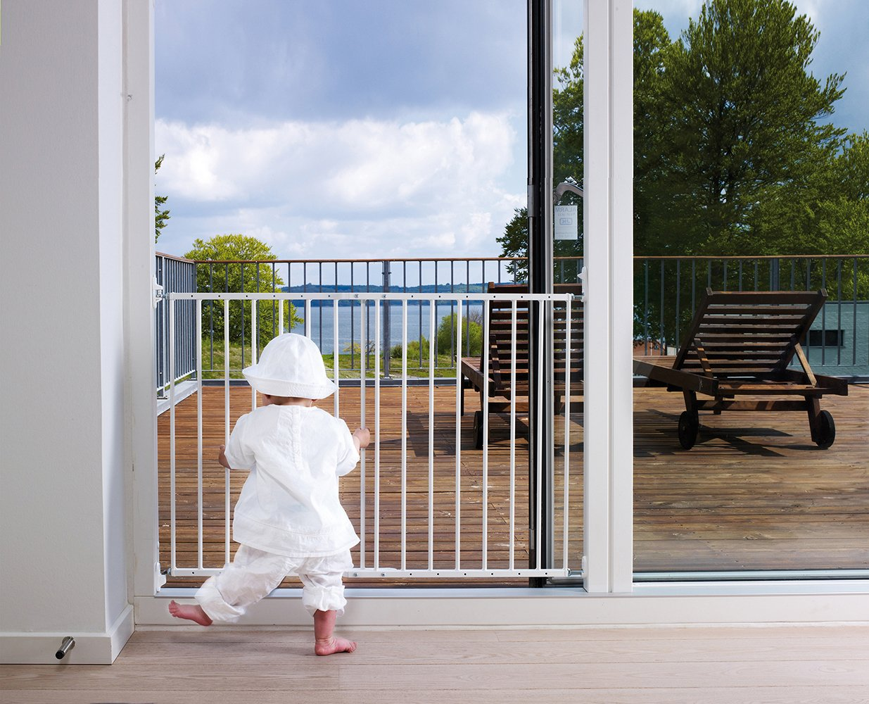 BabyDan Multidan Extending Metal Safety Gate, White  Screw fitted extending metal safety gate meeting latest EN1930:2011 safety standard The gate is fully adjustable and will fit a wide variety of openings  62.5cm - 106.8cm Simple to build and comes complete with all fixings 3