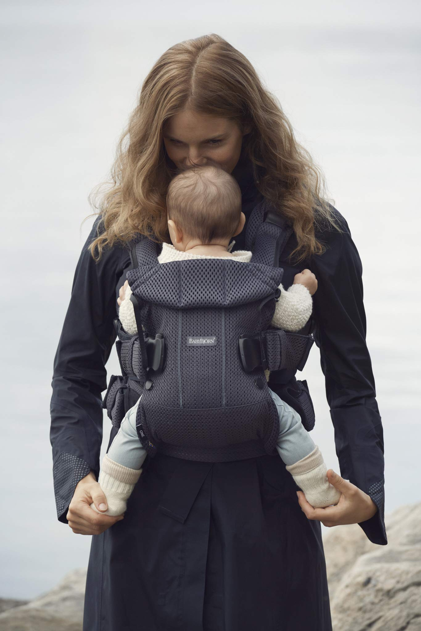 BABYBJÖRN Baby Carrier One Air, 3D Mesh, Anthracite, 2018 Edition Baby Bjorn The latest version (2018) with soft and breathable mesh that dries quickly Ergonomic baby carrier with excellent support 4 carrying positions: facing in (two height positions), facing out or on your back 7