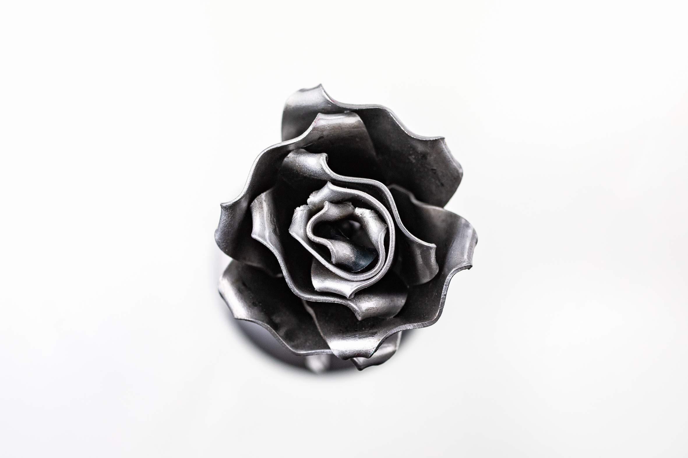 Rosa Eterna de Hierro Forjado Plateada – Forjada a Mano