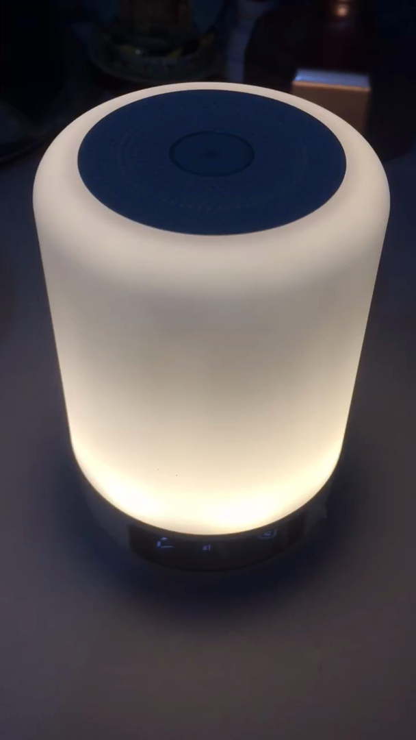 Lámpara táctil Yuanguo para la mesita de noche con bluetooth y altavoz y micrófono incorporados, reloj digital con alarma e iluminación mediante LED que ...