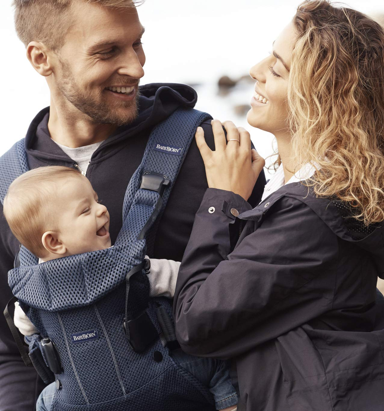 BABYBJÖRN Baby Carrier One Air, 3D Mesh, Navy Blue, 2018 Edition Baby Bjorn The latest version (2018) with soft and breathable mesh that dries quickly Ergonomic baby carrier with excellent support 4 carrying positions: facing in (two height positions), facing out or on your back 3