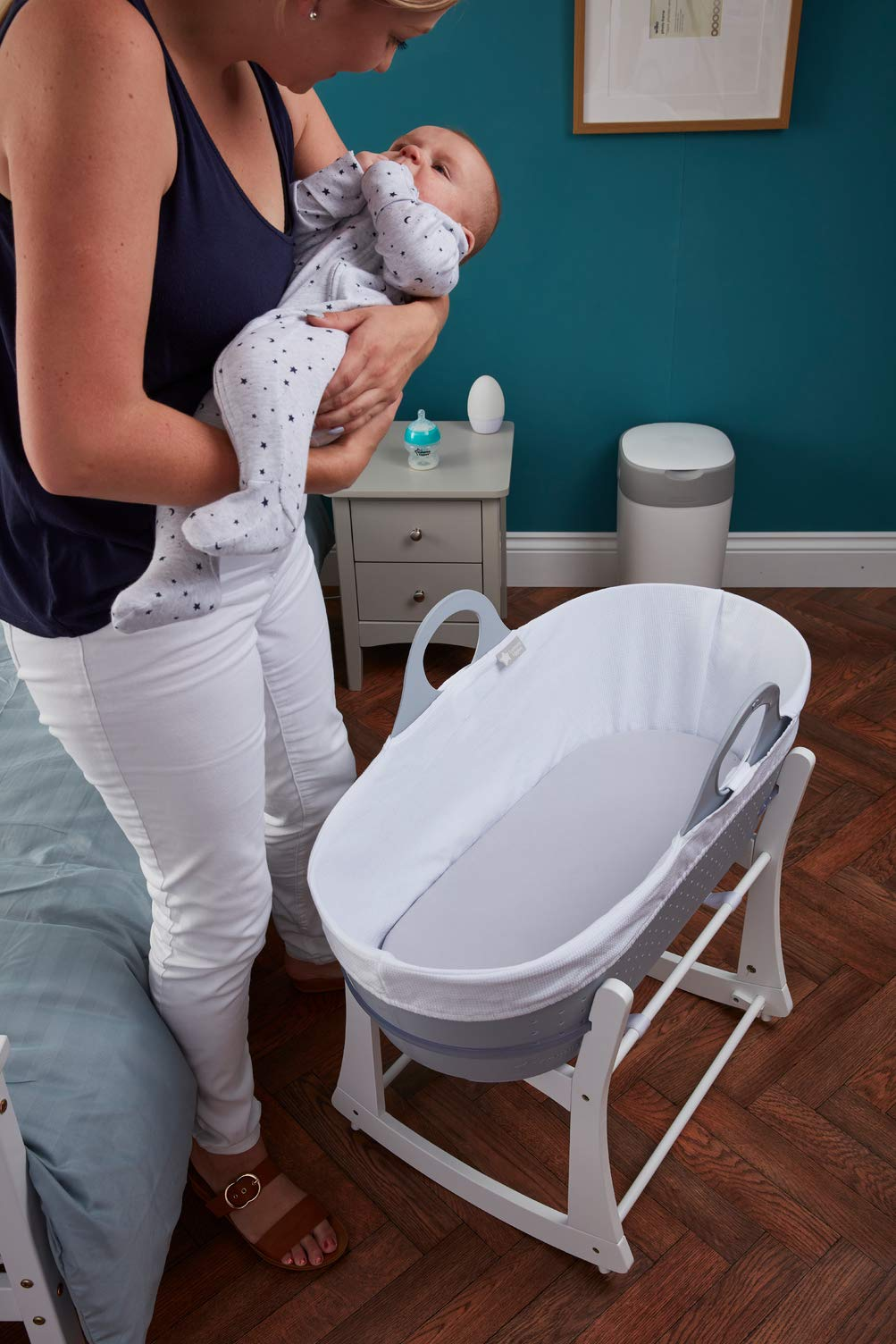 Tommee Tippee Sleepee Baby Moses Basket Grey Tommee Tippee Safe, modern, portable baby moses basket, perfect to keep your newborn baby nearby as they sleep, day or night. your sleepee moses basket comes complete with mattress and liner Easy to clean, the sleepee moses basket can be cleaned with warm soapy water. the water-resistant mattress cover is wipe clean and machine washable. the 100 % cotton liner is machine washable. Supported by safe sleep experts the lullaby trust, the sleepee moses basket has over 300 airholes along the side and base allowing max airflow to help regulate baby temperature and allow breathability 6