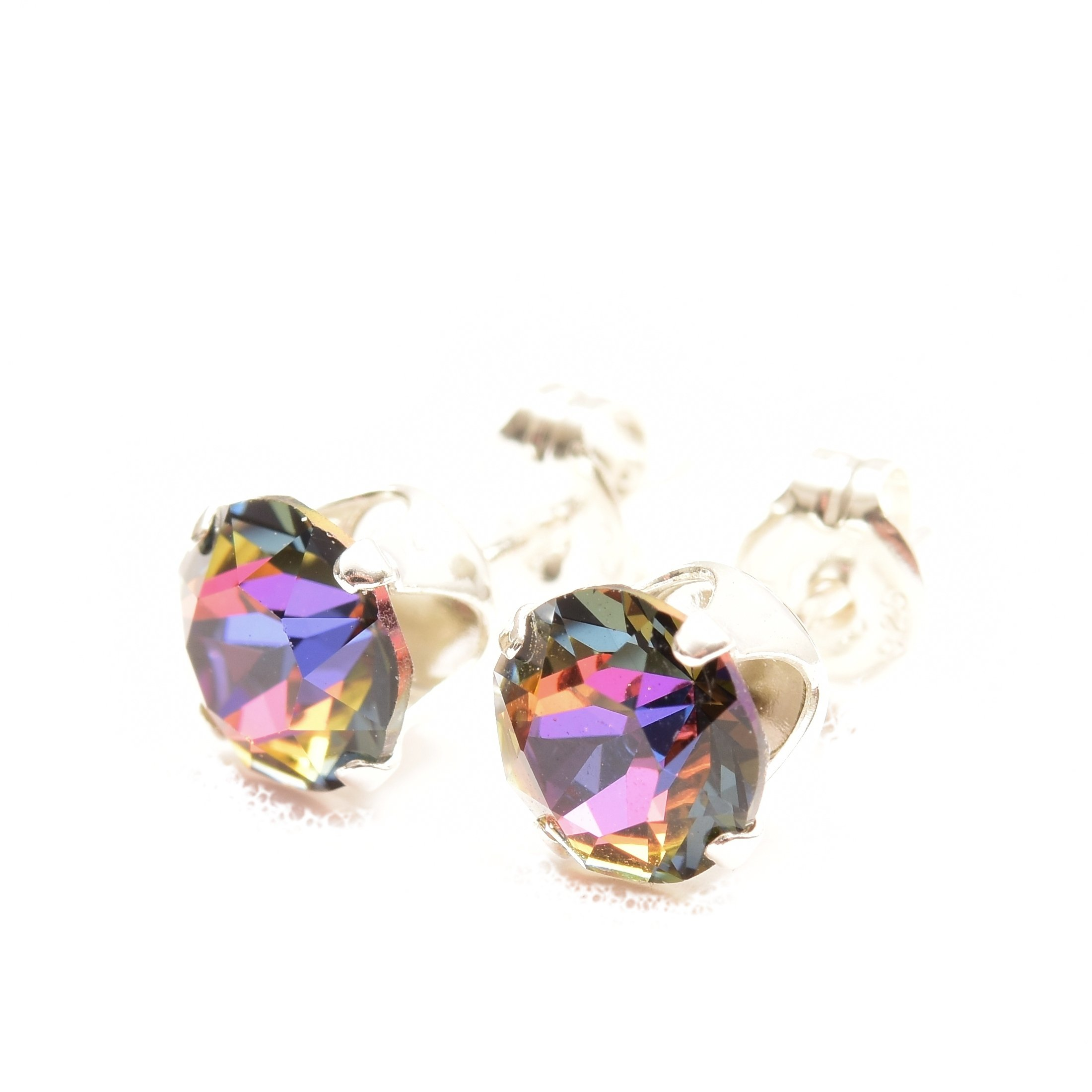 925 Sterling Silver stud earrings for women made with