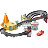 Disney Cars Pista de coches Radiator Springs, juguetes niños 4 años (Mattel GGL47)