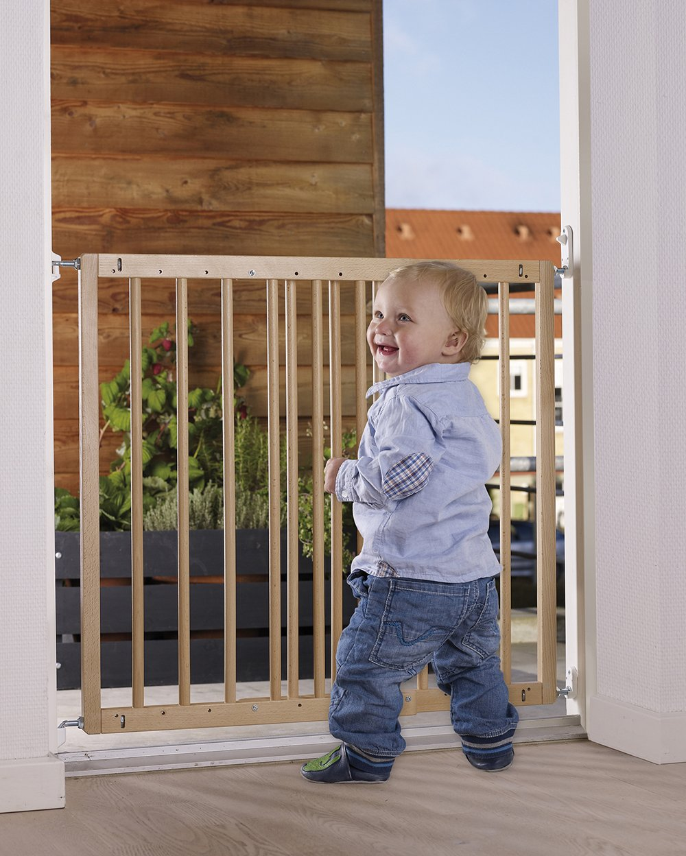 Baby Dan Multi Dan European Beech Wood Door and Stairs Safety Gate, Door Width 60.5-102 cm Colour: Natural  Quick release fittings for easy to UD quick remove. Opens in both directions. Adults can use the guard with one hand. 3