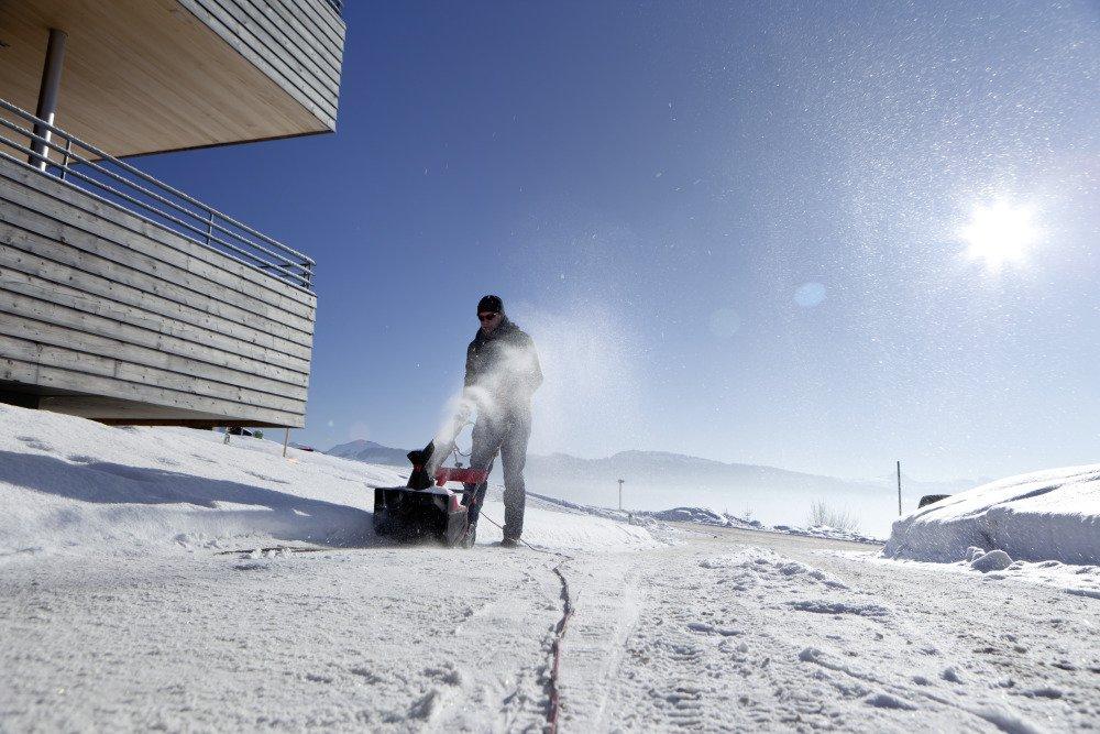 AL-KO Elektro-Schneefräse Snowline 46 E, 46 cm Räumbreite, 20 cm Einzugshöhe, 2000 W Motorleistung, höhenverstellbarer Holm, Auswurfkanal per Kurbel verstellbar, 14,5 kg leicht und sehr wendig
