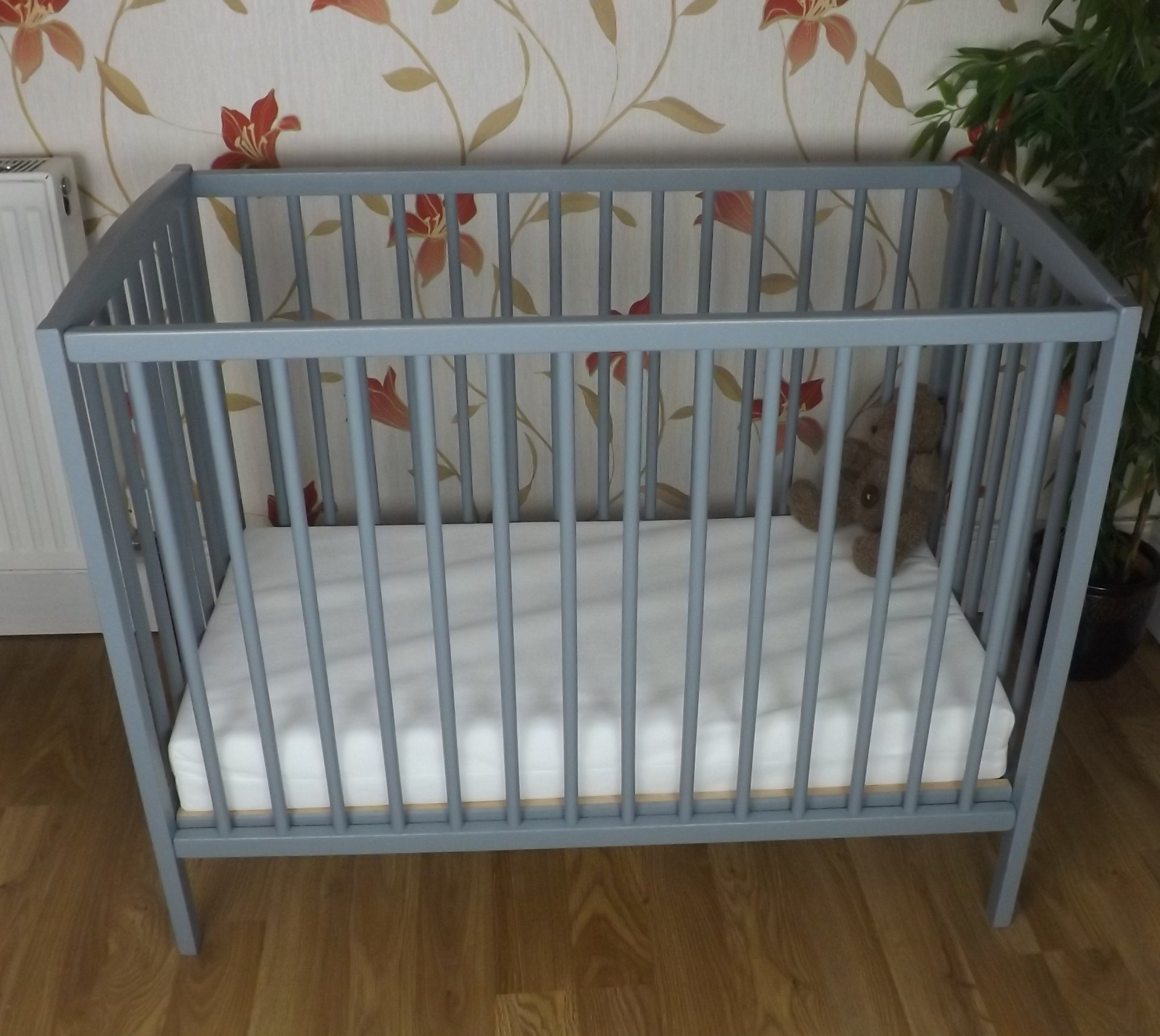SPACE SAVER SMALL COT 4 BABY / + MATTRESS/ Grey / Little Cot / 100 x 52.5 CM /Perfect for Small Rooms ...   2