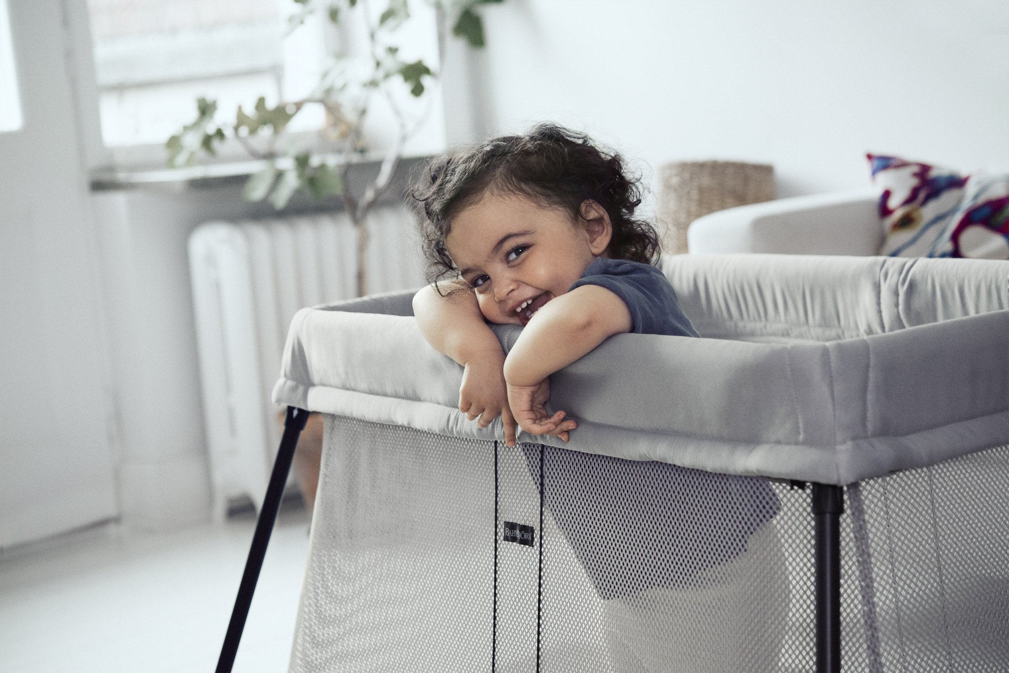 BABYBJÖRN Travel Cot with Fitted Sheet, Silver Baby Bjorn Simple to set up and fold up Easy to take with you Soft and comfy mattress 2