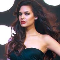 Esha Gupta 4K Ultra HD Sexiest Wallpapers