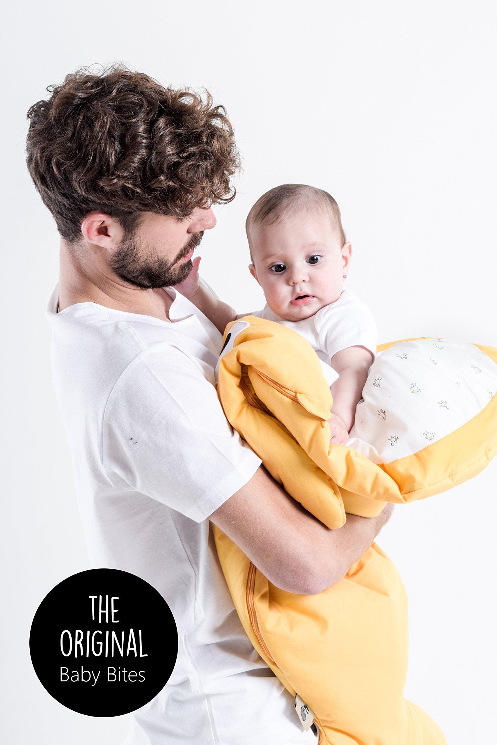 Baby Bites ORIGINAL – Saco de dormir GRIS, estampado FRESAS – Modelo VERANO