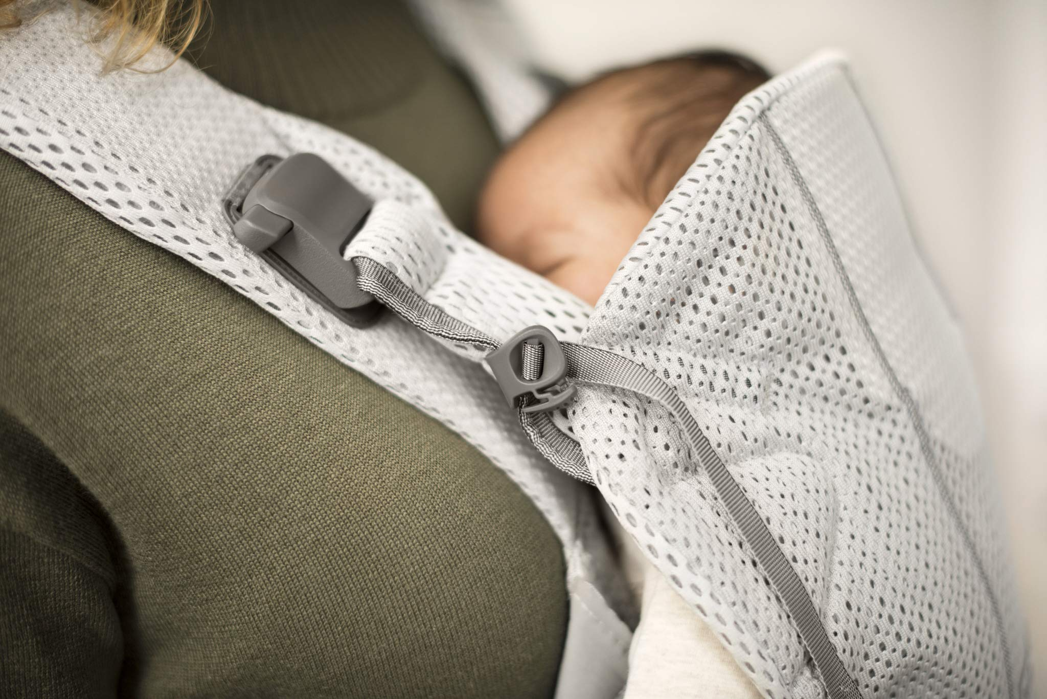 BABYBJÖRN Baby Carrier One Air, 3D Mesh, Silver, 2018 Edition Baby Bjorn The latest version (2018) with soft and breathable mesh that dries quickly Ergonomic baby carrier with excellent support 4 carrying positions: facing in (two height positions), facing out or on your back 6
