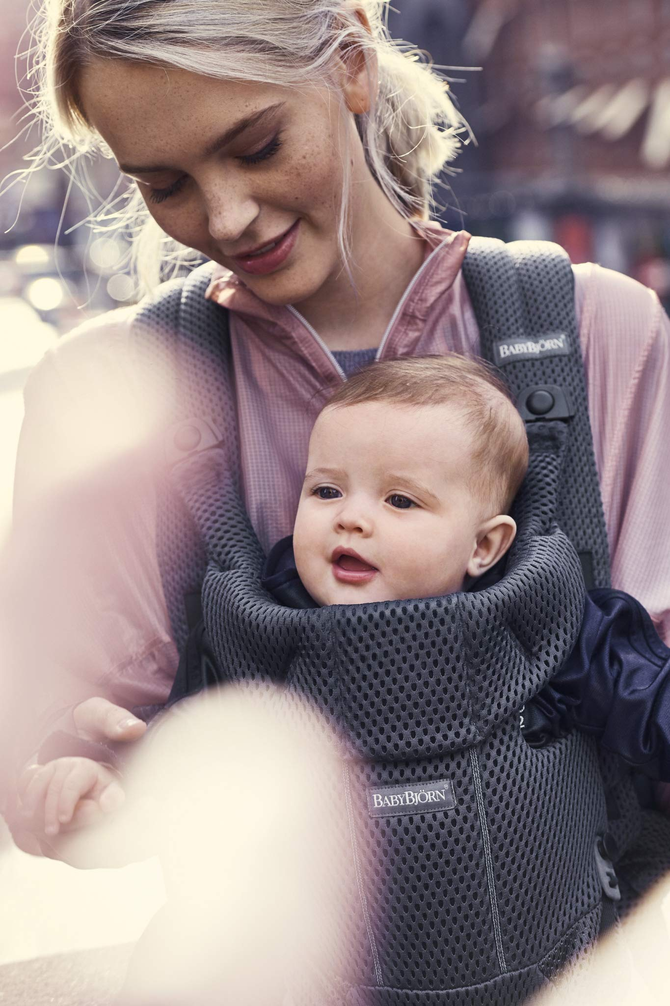 BABYBJÖRN Baby Carrier Move, 3D Mesh, Anthracite Baby Bjorn Excellent comfort with built-in back support and waist belt Easy to put on and take off Soft and airy design in cool 3D mesh 7